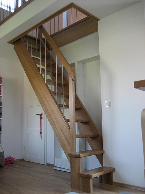 gerade treppe latest gerade treppe aus botticino classico satiniert with gerade treppe gerade. Black Bedroom Furniture Sets. Home Design Ideas